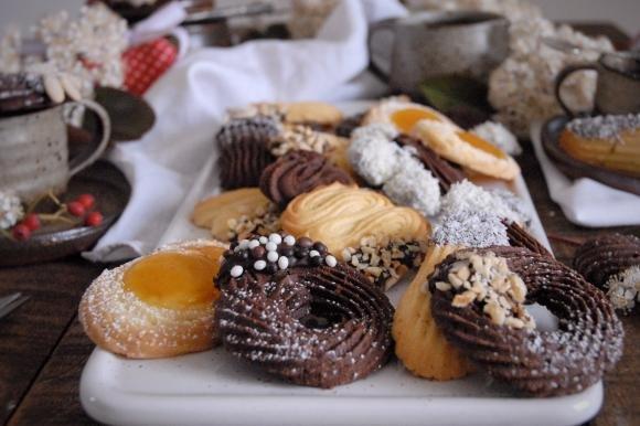 Biscotti di frolla montata bicolore