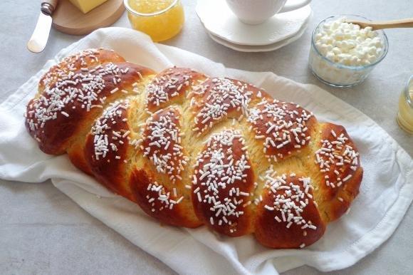 Treccia di pan brioche con ricotta