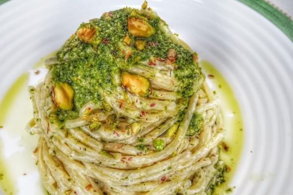 Spaghetti con crema di pistacchio