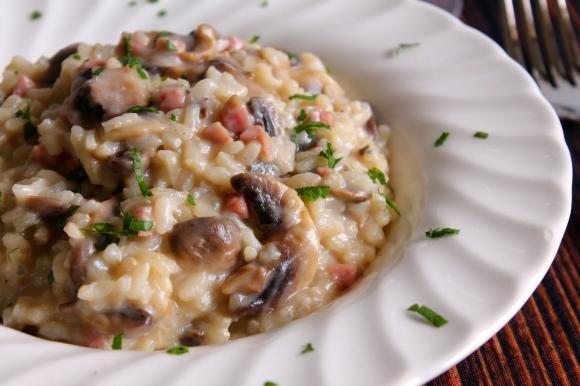Risotto con funghi, prosciutto cotto e gorgonzola dolce