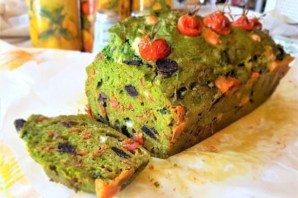 Plumcake salato con spinaci e pomodorini