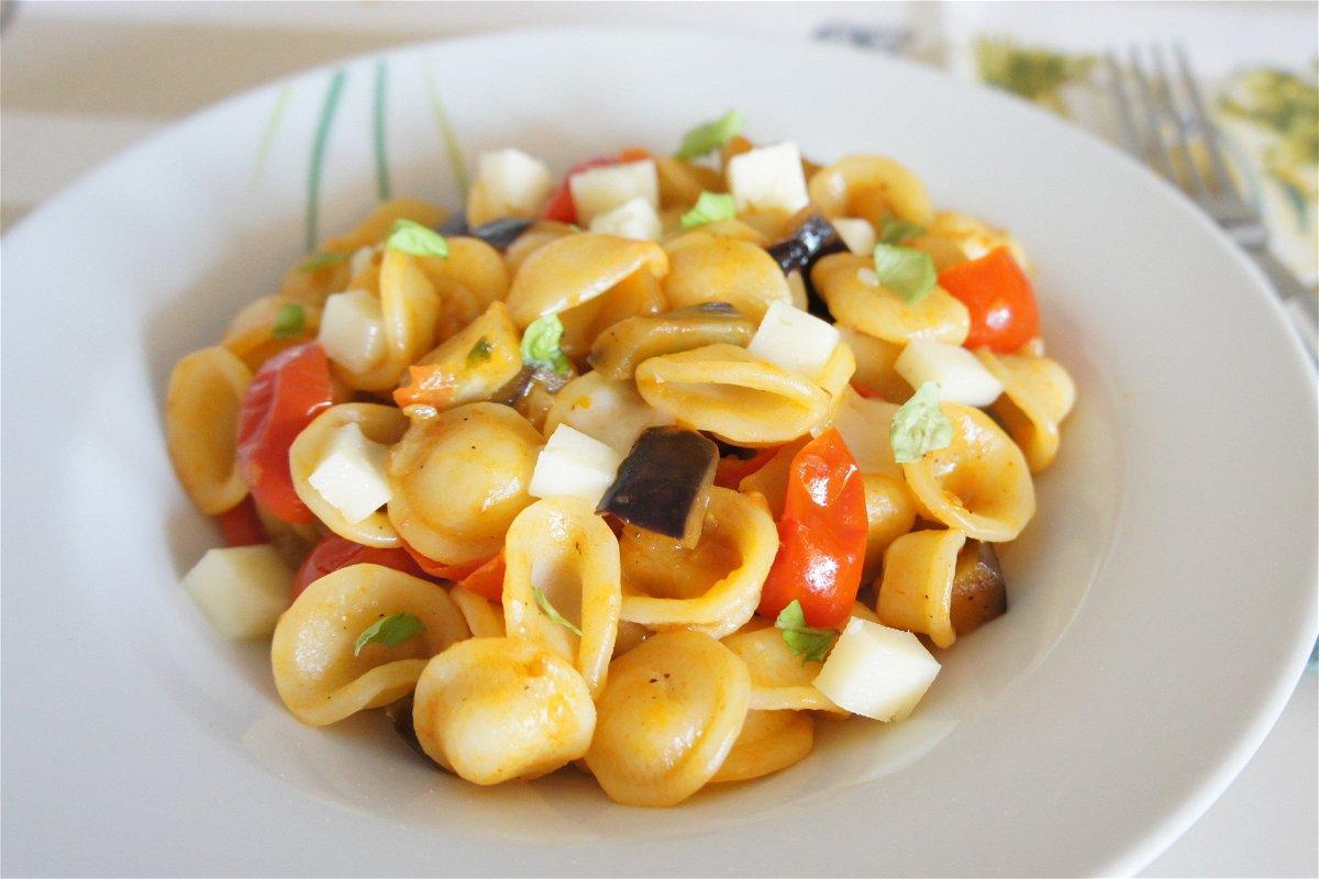 Ricette Estive Orecchiette.Orecchiette Con Melanzane Pomodorini E Asiago Fidelity Cucina