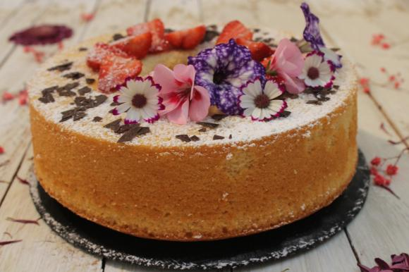 Chiffon cake cocco e fragole