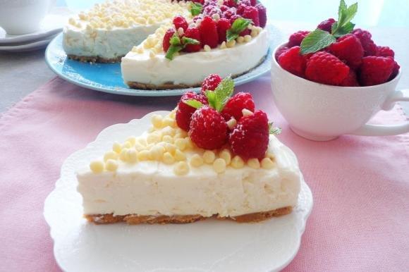 Cheesecake fredda con cioccolato bianco e lamponi
