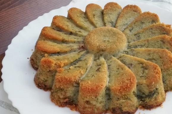 Torta di patate e scarola con ripieno di provola