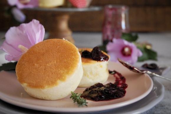 Pancake giapponesi con composta di mirtilli e timo