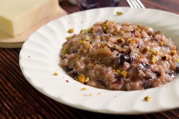 Risotto con radicchio, provolone e granella di pistacchi