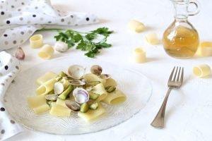 Calamarata con vongole e zucchine