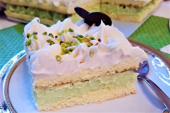 Torta con crema al pistacchio e mandorla