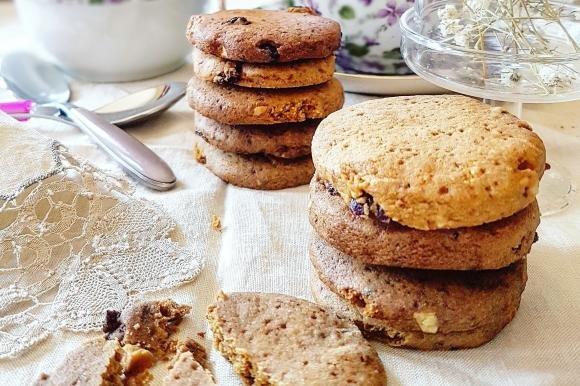 Biscotti con uvetta e mirtilli rossi