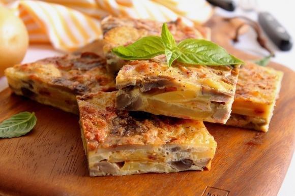 Frittata al forno con funghi, patate e prosciutto cotto