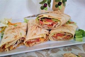 Piadina sfiziosa con kebab di pollo