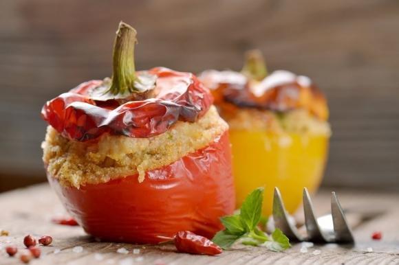 Peperoni ripieni di pane, capperi e olive
