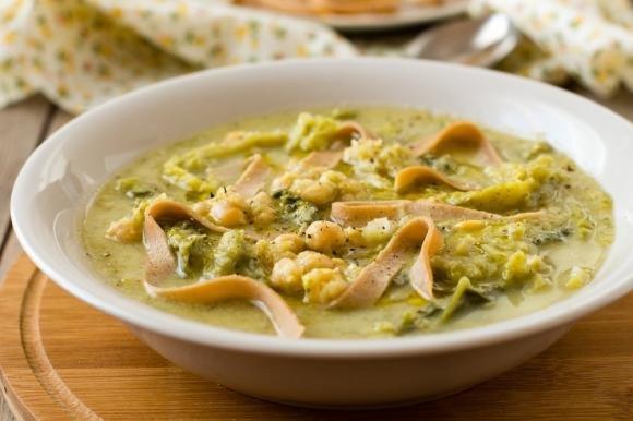 Zuppa di verza e ceci con tagliolini alle castagne