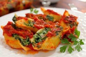 Conchiglioni ripieni di spinaci, ricotta e prosciutto cotto