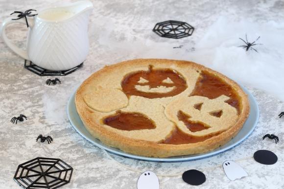Crostata di Halloween alle mandorle con marmellata