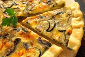 Torta salata con funghi, zucchine e Leerdammer