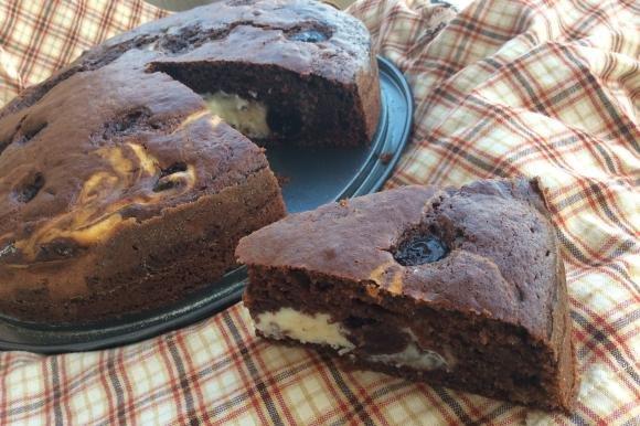 Torta al cacao con farcia di ricotta e amarene