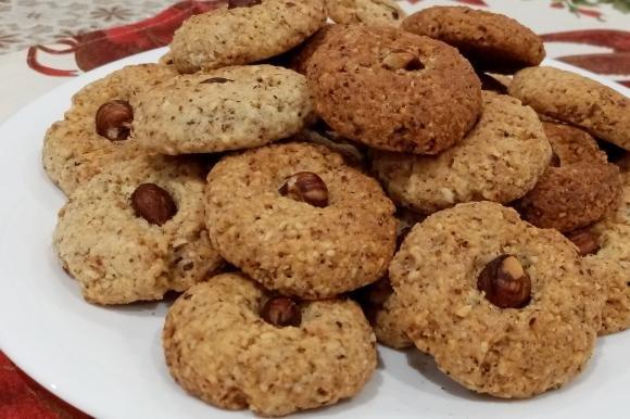 Biscotti con nocciole tritate