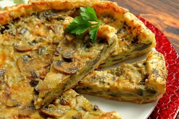 Torta salata con funghi, gorgonzola e melanzane