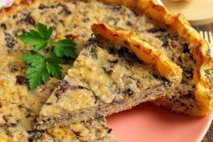 Torta salata con radicchio e salmone affumicato