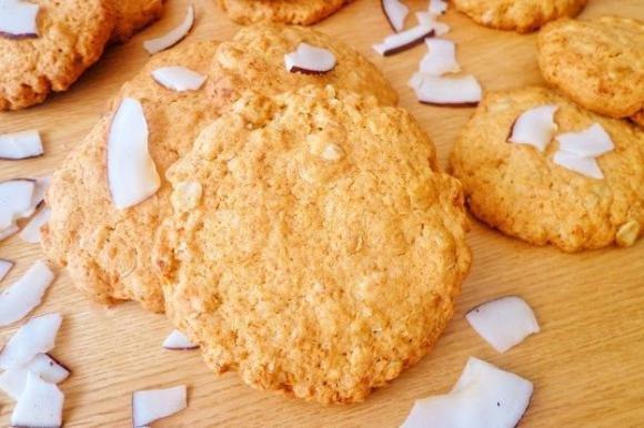 Biscotti con cocco e fiocchi d'avena