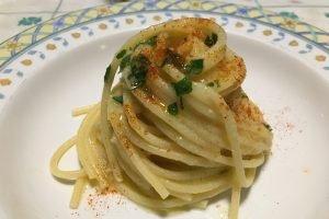 Spaghetti con crema all'aglio, olio e peperoncino