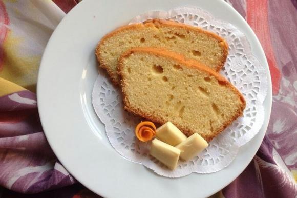Plumcake all'arancia, mandorle e cioccolato bianco