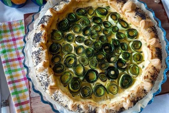 Torta salata con ricotta e zucchine arrotolate