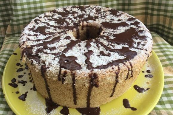 Chiffon cake con mandorle e ganache al cioccolato