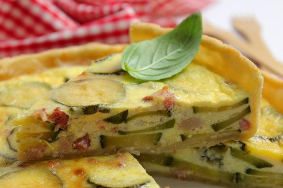 Torta salata con zucchine, pancetta e gorgonzola dolce