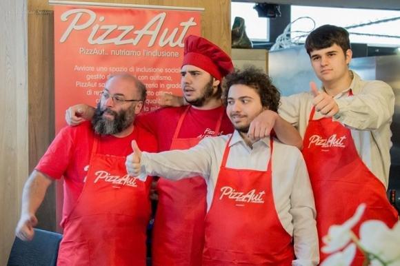 PizzAut: apre a Milano la prima pizzeria gestita da ragazzi autistici