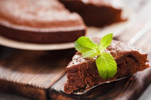 Torta allo yogurt e cioccolato