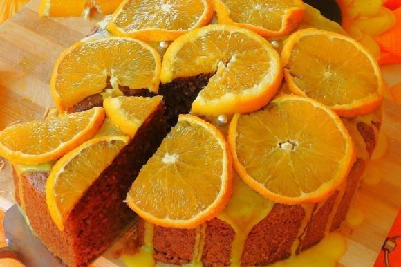 Torta mandorle, rum e cioccolato con glassa all'arancia