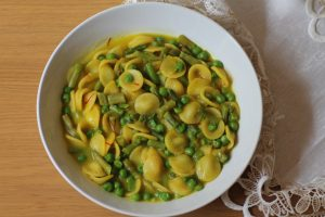 Orecchiette asparagi, piselli e zafferano