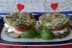 Medaglioni di spinaci con mozzarella e pomodorini