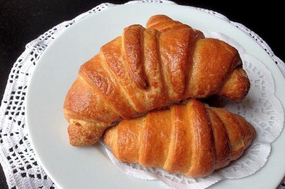 Croissant alla crema pasticcera
