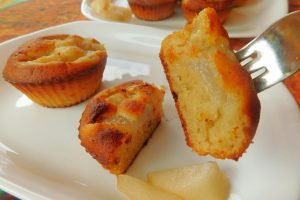 Muffin salati con gorgonzola, pere e pistacchi senza burro