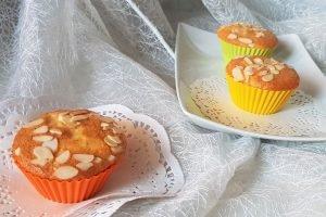 Muffin senza burro con cuore di marmellata e mandorle