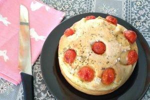 Focaccia cake con i pomodorini