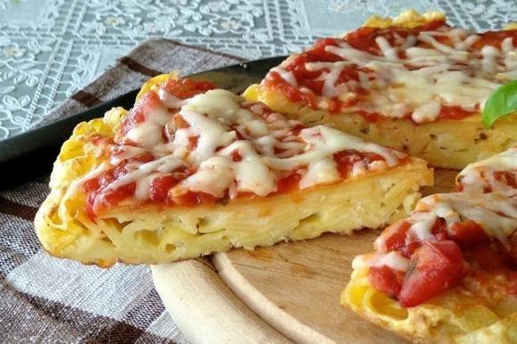 Pizza di frittata di pasta