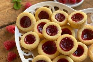 Biscotti pasticcini di frolla ripieni