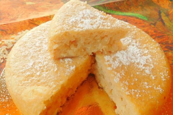Torta di riso morbidissima con aroma di vaniglia e limone