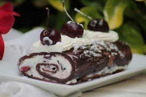 Rotolo al cioccolato con ciliegie