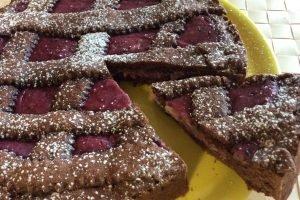 Crostata morbida al cacao con farcia ai frutti di bosco e mascarpone