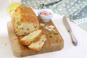 Plumcake con pancetta, scamorza e olive