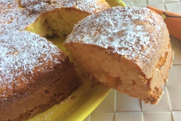 Torta sofficissima alle albicocche e limone senza lattosio