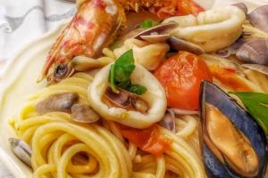 Spaghetti grossi al sapore di mare