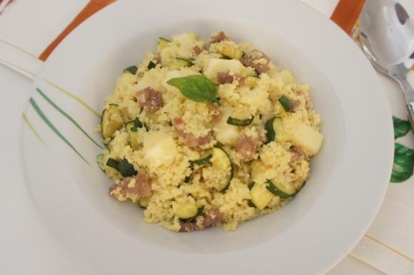 Cous cous con zucchine, salsiccia e Asiago