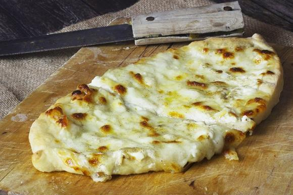 Pizza turca ai formaggi